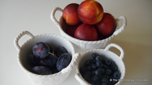 Nectarines, plums and blueberries