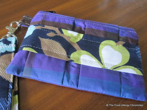 Mom's Pleated Pouch made by Carla @ My 1/2 Dozen Daily