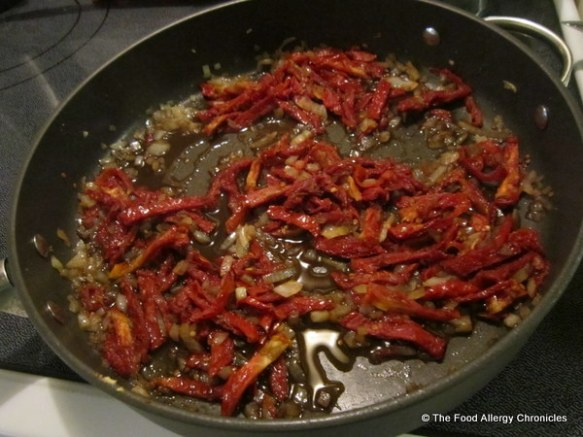 Sun-dried tomato topping for chicken